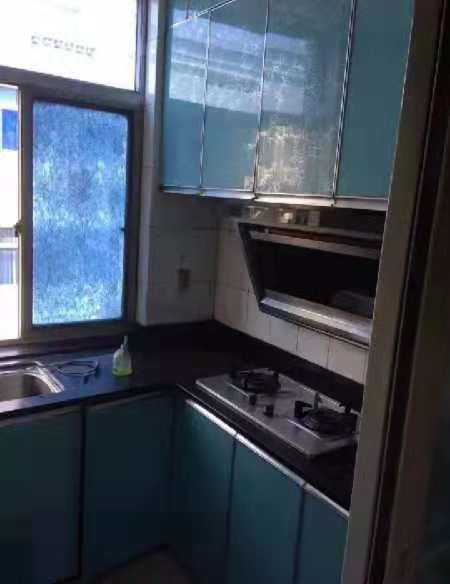 11056出租江南春城4楼,90平米2室2厅1厨1卫,朝南大阳台,车棚一个。无线网家电家具齐全,拎包即可入住。2800元