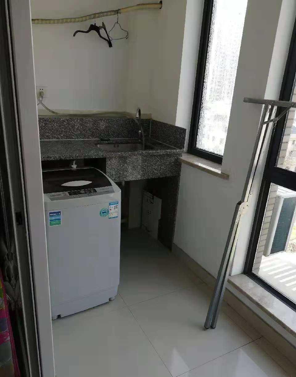 12032出租城南 出租世贸金樽 A幢8楼朝北边套,有西晒太阳单身公寓全新精装,家电齐全(洗衣机也有),拎包入住。的实拍照片