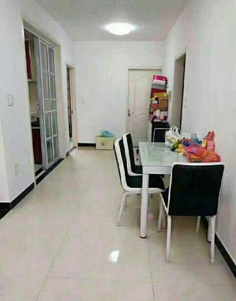 01032,急售东方豪庭5/6,87平方3室1厅,方向朝南全新装修送家电家具,售价63万,房产证已办好。的实拍照片