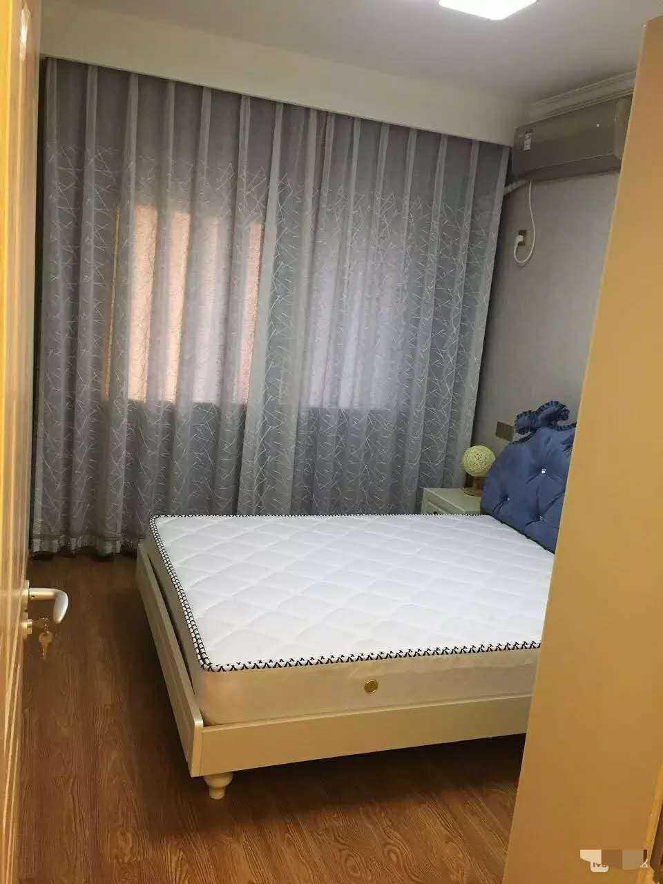 01235  出租   赞成雍景园 两室一厅一厨一卫  精装修的实拍照片