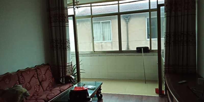0214出租仙国路(领带城对面)4楼和2楼,每层有4室2厨1厅2卫,可住两户人家或一大家人,2室1卫出租1200一月,一层4室2卫出租2000一月,2年以上可优惠的实拍照片