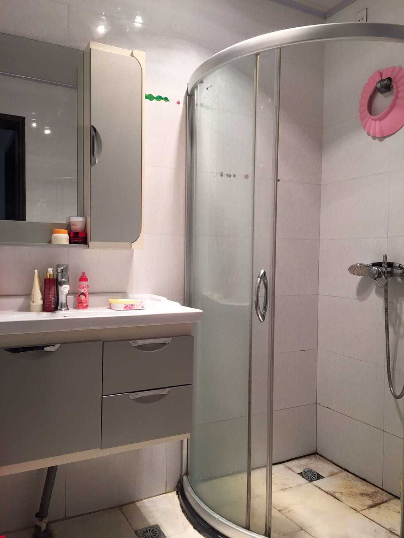 02173出租丽湖小区2楼,3室精装修,家电家具齐全,拎包入住,有钥匙.看房方便 的实拍照片