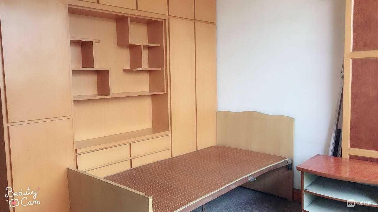 02181出售富民街5楼,面积87平方,3室1厅,清爽装修的实拍照片