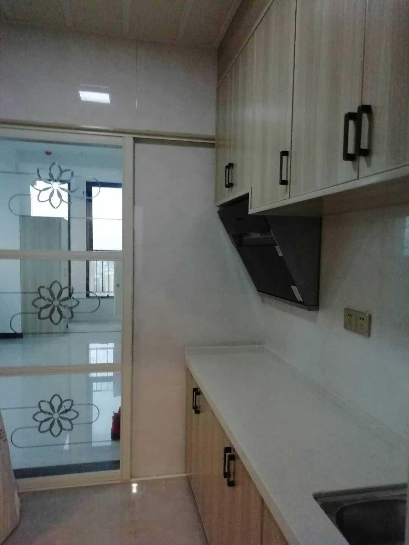 0226   出租吾悦广场  单身公寓  31楼   一室一厅一厨一卫 拎包入住 的实拍照片