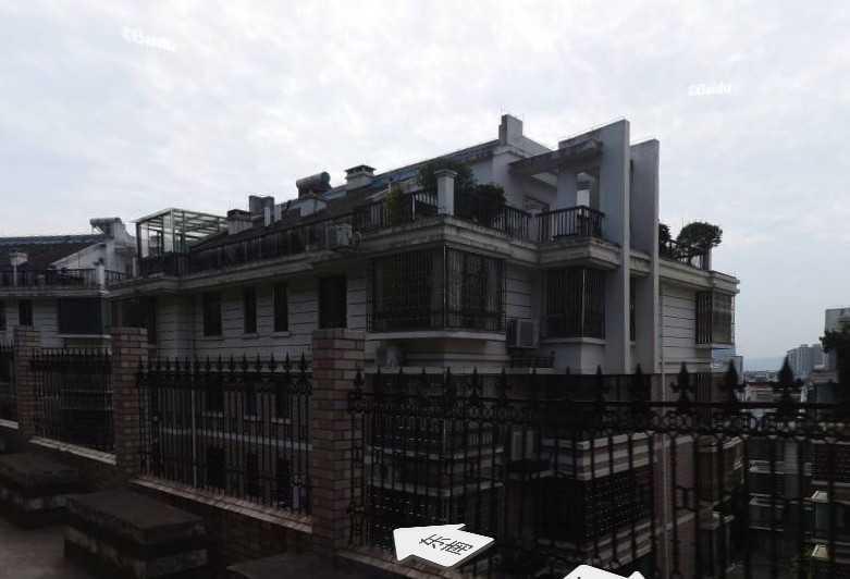A03047出租西桥附近万家花苑,复式,3室2卫2厅1厨,有独立阳台花园,可种花草。空调家具家电全配,拎包入住,停车方便。2800元/月,租金一年付