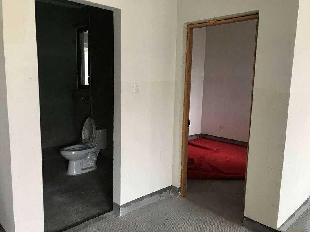 04044:出售正大新世界,902室,面积90平方,2室2厅,毛坯,车位另计的实拍照片