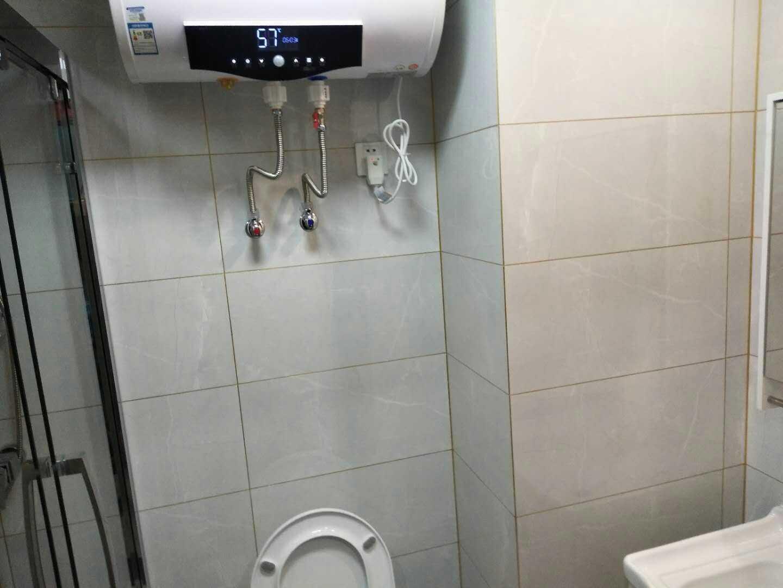 04173出租  吾悦广场单身公寓    17楼   朝南  精装修,拎包入住的实拍照片