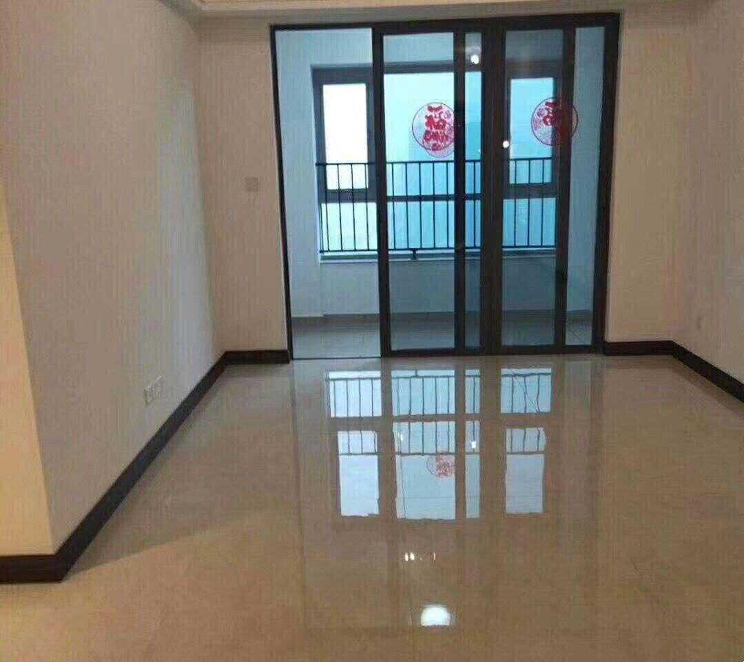 04187:出售碧桂园澜泊湾17楼室,面积94平方,三室两厅,售价118万,诚心客户可谈的实拍照片