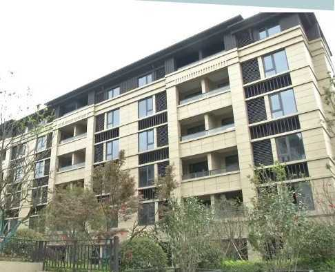 出租融信学仕名苑8楼毛胚房,面积我85平方,2-2-1租800元/月