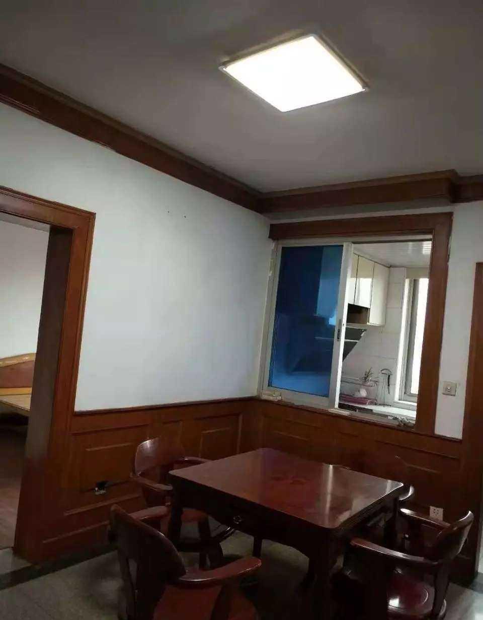 04284出租出租越秀路6楼,120平方三室两厅,家电齐全二房朝南,采光好,长租可谈 的实拍照片