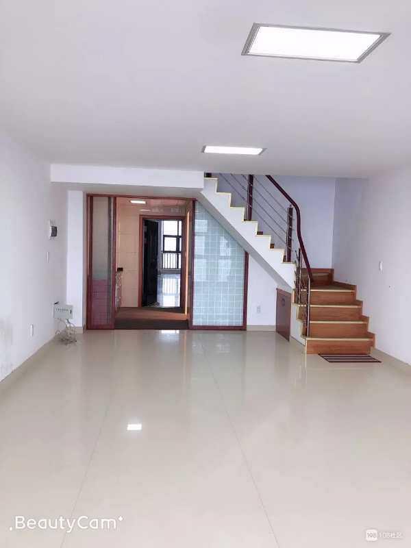 04304出租信源国际12楼,朝南房,上下两层面积120平方,内有两室两厅,一厨一卫,宜办公宜住人!,出租2000一个月,价格实惠可面议。的实拍照片