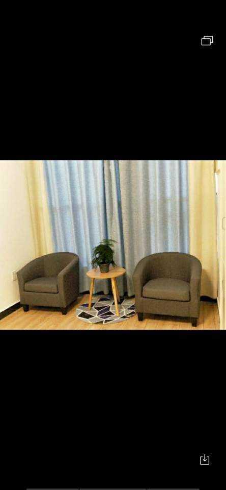 04302出租  吾悦广场单身公寓出租,31楼,44平方朝南,租金1600元/月,物业费120元/月的实拍照片