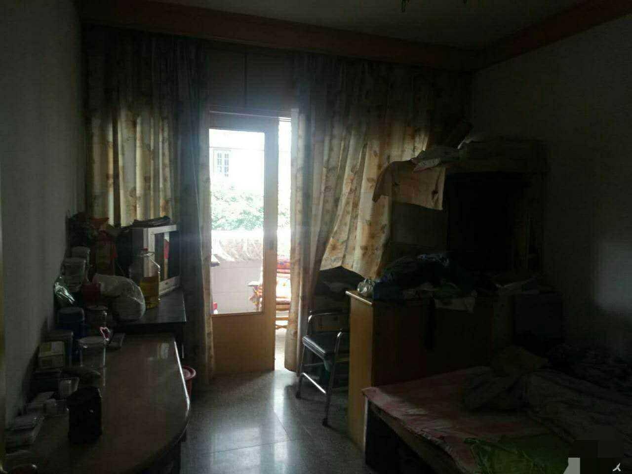 05108急售 东豪新村架空一楼,123平方四室一厅二卫,精装修。报价88万,诚心客户可谈。 的实拍照片