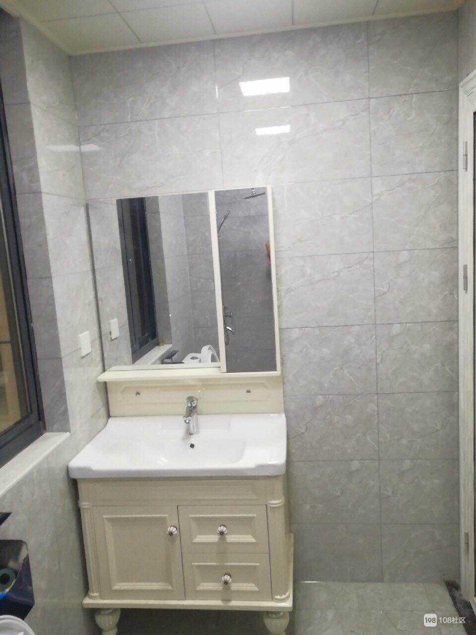 05115.出租玉山公馆15楼,三室两厅一厨一卫,精装修,自住标准,2600元/月的实拍照片