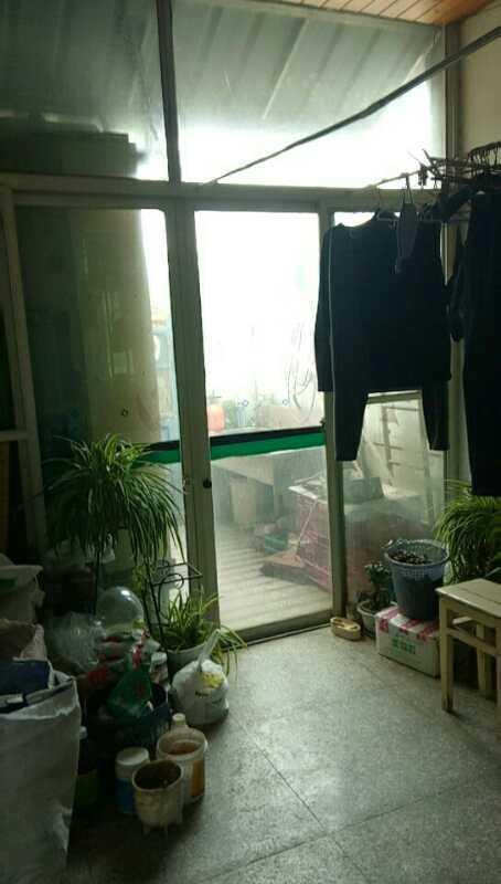 05142出售湖滨新村6+7复式外梯,80+47方,共3室2厅2卫2厨,前后大阳台,精装修的实拍照片