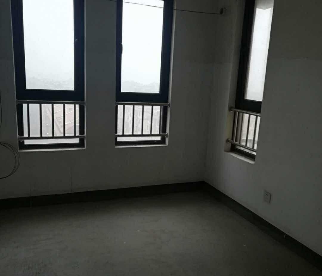 06094出售城西黄金水岸10楼电梯房,东边套,阳光好,131平方,3室2厅2卫,带一车位,毛胚,139.8万,已全款付清满2年,2梯2户,小区里面第二排的实拍照片