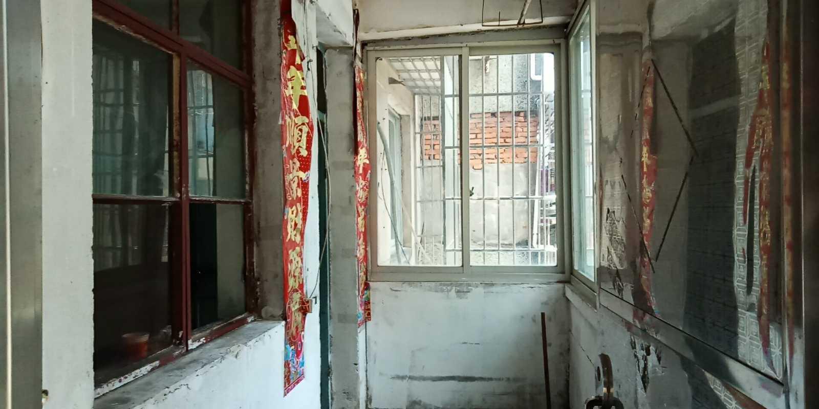 06104急售!北门新村2楼 到横路还有200米,面积66.7平方米,3室1厅的实拍照片