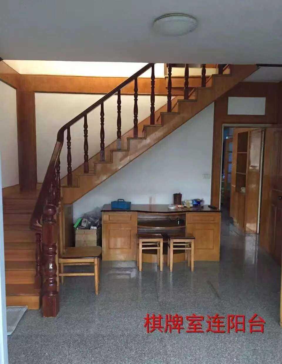 06182出租官河里6+7复式精装,五房两厅一车棚一大平台,六楼带阁楼的实拍照片