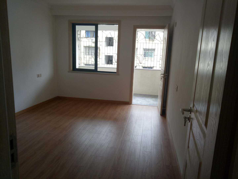 05145:出售天星里4楼,面积85平方,3室1厅,朝南,全新现代厨房开放式装修,售价67万 的实拍照片