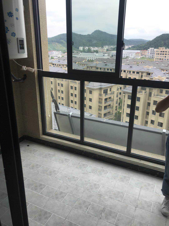 0628出租剡溪一品,全新套房出租,103平米,三室一厅二卫,一阳台,阳光好,家电齐全,电梯有11/11的实拍照片