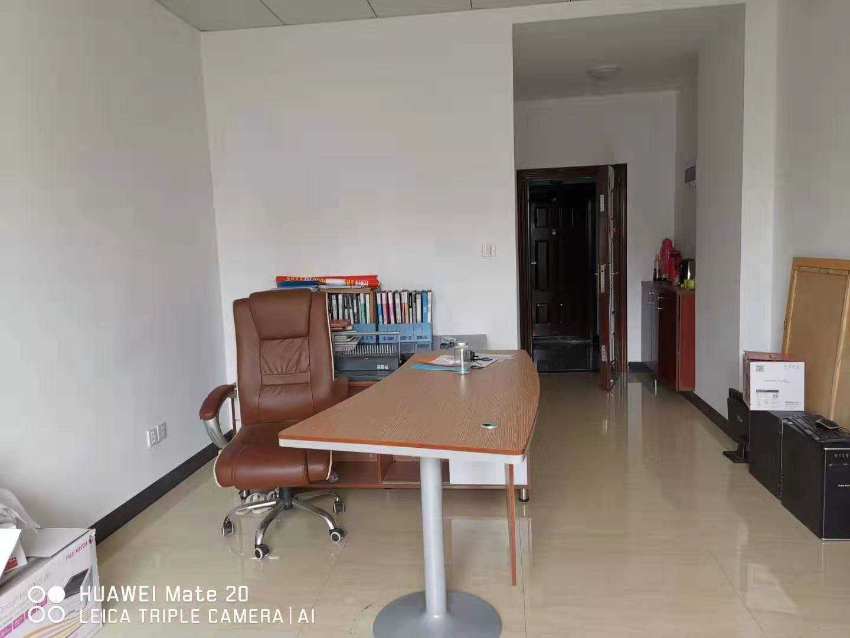 07013出租城南黄金地段世贸金樽B幢办公室,40平方装修豪华,租金2000/月,年租面谈的实拍照片