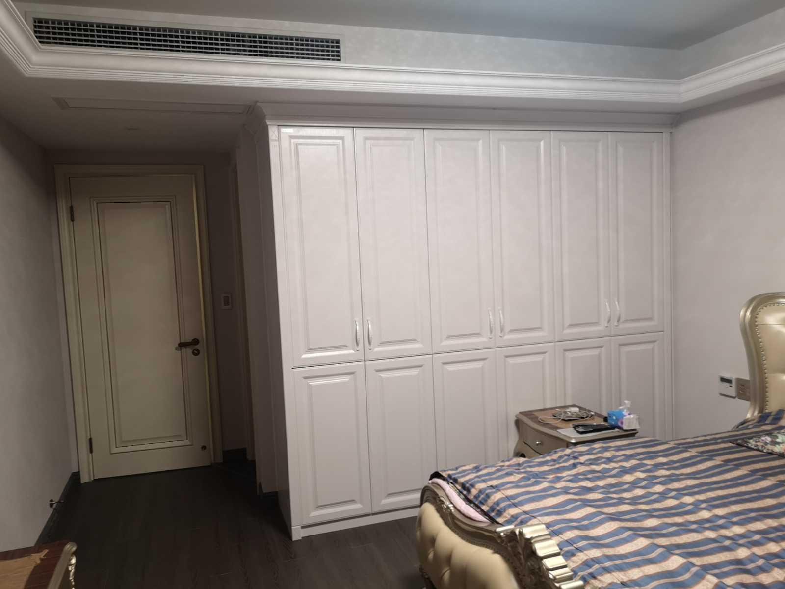 07051:出售赞成10楼中间套,总11层,面积166方,精装修,四室二厅二卫,售价180万,车位另计的实拍照片