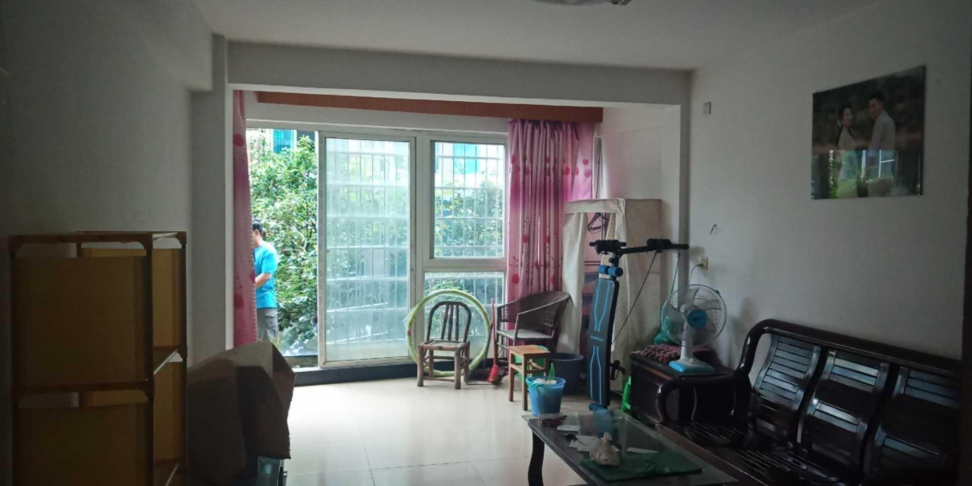 0823三江花苑1楼83方送100花园,14平方车棚83万的实拍照片