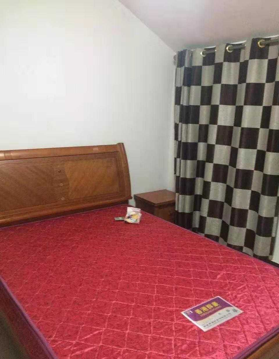 07102下元塘北富民街边5楼有阁楼,二室一厅套房,精装修,大衣柜,两房间同样装修和设施,65平方 付三押一,1100元的实拍照片