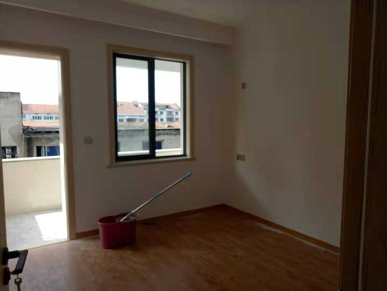 06241:出售三江东街5楼东边套,95平方,3室2厅1厨1卫,全新现代装修,车棚1间,售价69万的实拍照片