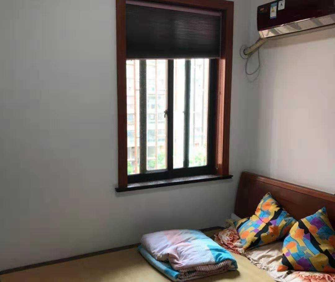 08141出售城西怡然雅苑4楼东边套,93.85方,3室1厅,09年现浇房,精装修,车棚7平方,19年报过名,看房方便,98.8万的实拍照片