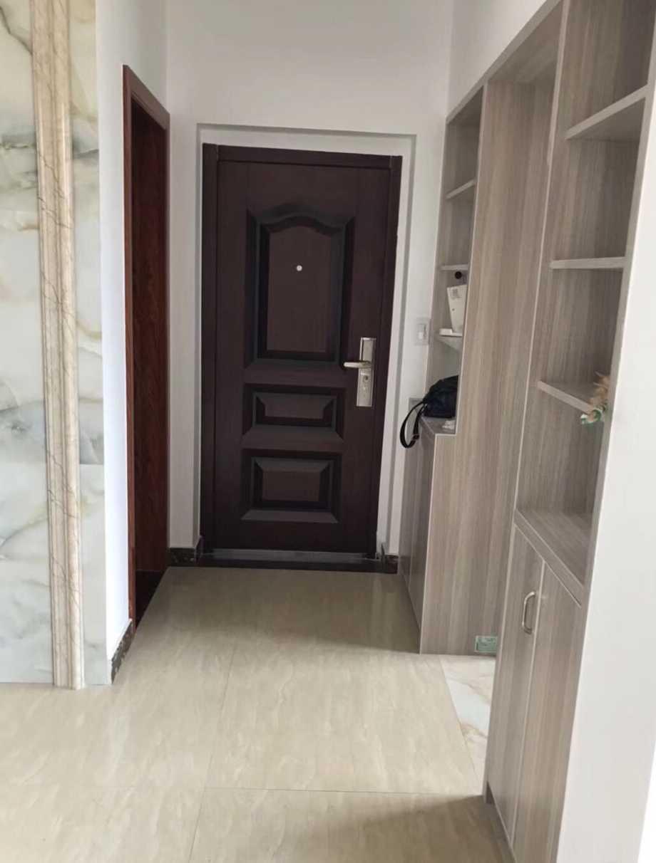 赞成雍景园对面的和悦时代广场旁85平精装首租,5楼,无电梯,南北通透,交通方便的实拍照片