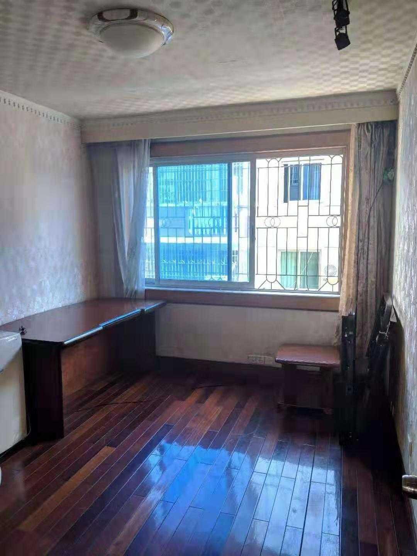 房东直接出租文化广场附近4室清爽装修的实拍照片