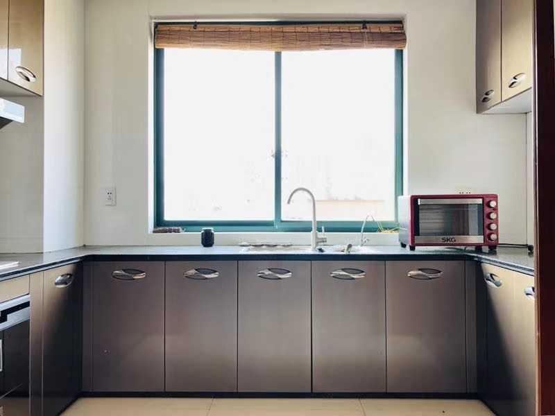 08315出租朝晖雅苑6楼 面积118平方 三室两厅一厨一卫 精装修 2500一个月的实拍照片