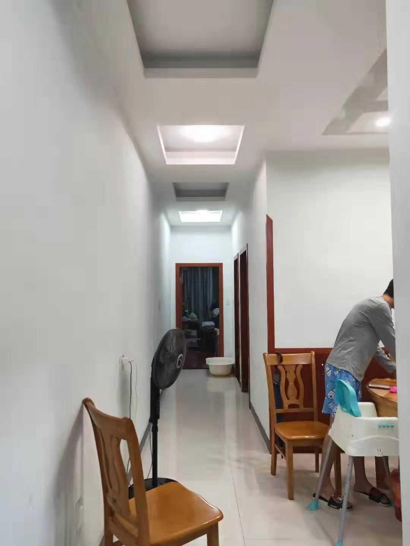 0905明珠花国2楼,60平方,2室一厅一卫一阳,精装,车棚一间,价46万