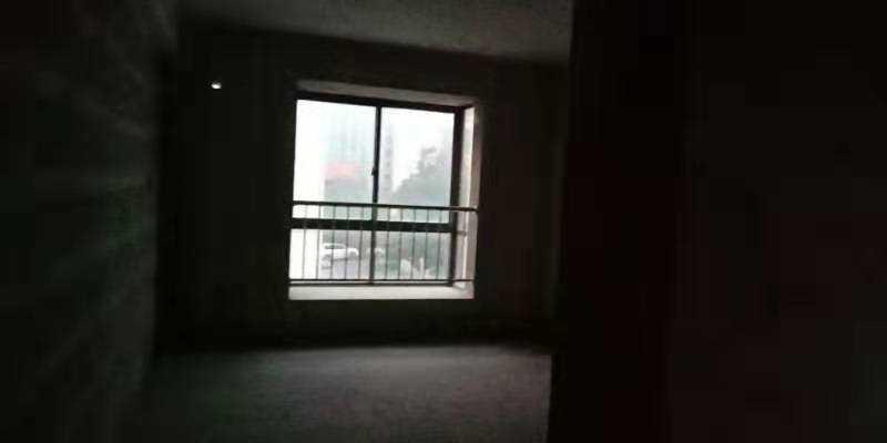 09052暂时不卖出售城北东豪家园3楼,140平方,3室2厅,前后阳台,加一车库,毛坯,城北小学城关中学,一口价115.8万的实拍照片