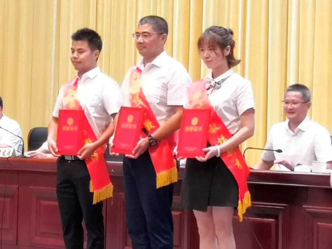 """刚刚!嵊州一批教师获表彰,又增加两个""""千万级""""奖教基金"""