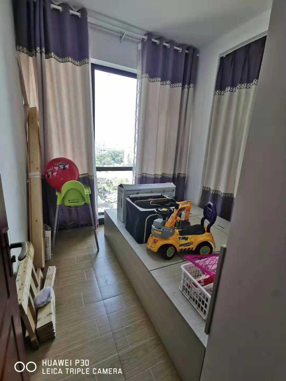 08304出租玉兰花园8楼 89平方  3室2厅1卫  加送一个房间 实际有4个房间 使用面积有100多方   精装修  自己住过的,家具一概齐全,包物业费2500的实拍照片