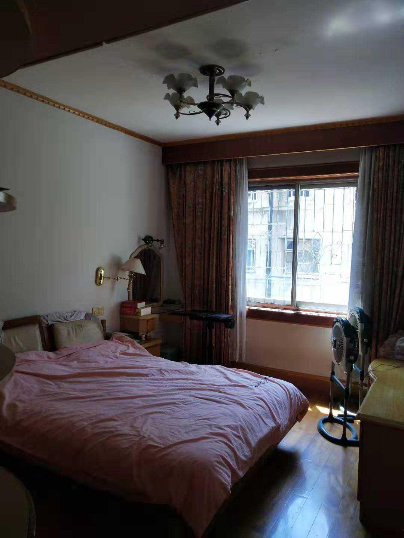 09111出售南津路4/6楼  面积94平方,3室2厅1卫,学区罗星幼儿,城南小学,马寅初中学,三个房间都接有变频空调,全套家电随户留存。售价73万的实拍照片
