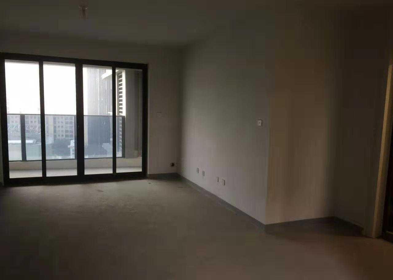 09212出售城南吾悦广场18楼/34楼东边套,128.87方,3室2厅2卫,阳光好,已办证,毛胚116万