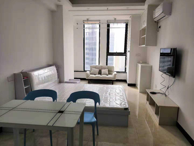 09232出租城南吾悦公寓17楼朝西有太阳,中间楼层,全新精装,家电家具齐全,拎包入住,2000元的实拍照片