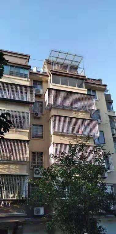 10053出售城东丽都雅苑2楼/6楼,108方,3室2厅,车棚11方多在楼梯旁很方便,阳光好,中间套到赶去还有一套房子比较安静,现代装修,85万的实拍照片