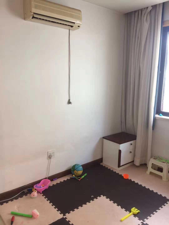 10059出售北直街越王珠宝楼上52平方  2室1厨1卫  精装修 没车棚售价40万的实拍照片