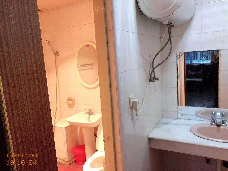 10061出售三江南街2/6楼、100平方 ,3室1厅1厨1卫 ,前后平台三十平方,还有一个车库  无车棚 中装 售价78万的实拍照片