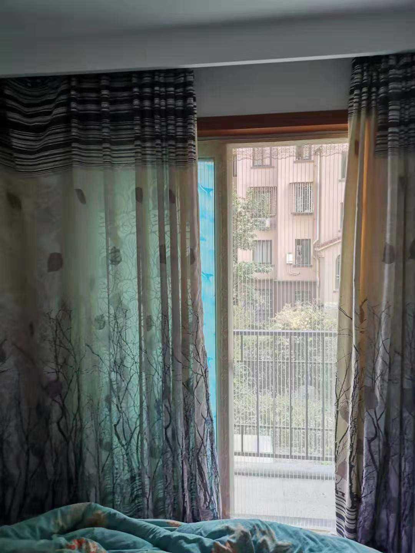 100614出售香缇墅一期2/8,90平方,二室二厅一衣帽间双阳台,装修好,家具家电全送,拎包入住!售价63万