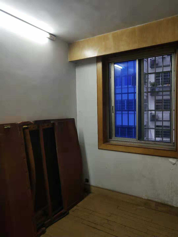 10092出租城北官河路856号3/6楼  110平方,3室2厅1厨1卫1大阳台  装修清爽,家具家电全有,拎包入住,1500/月的实拍照片