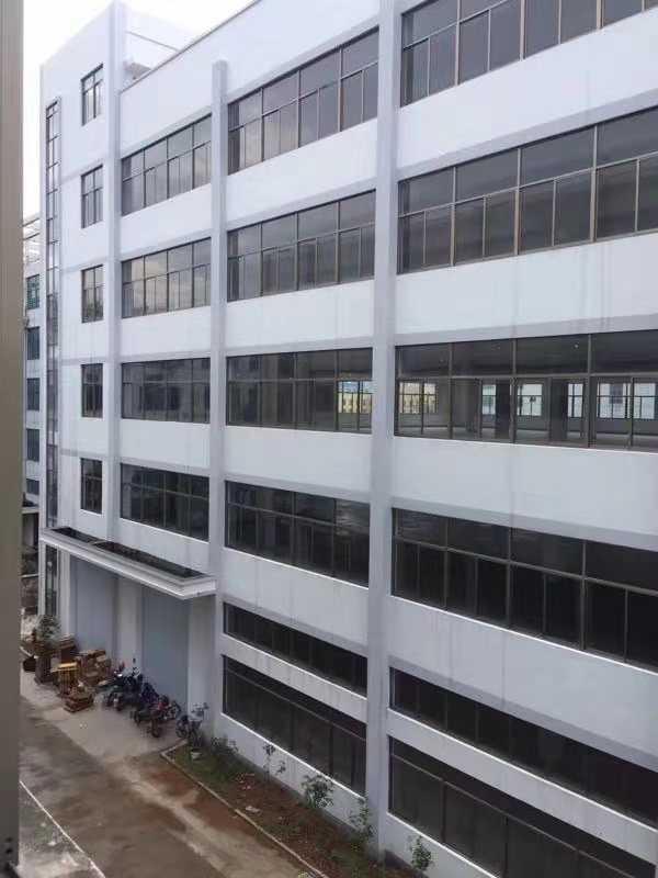 10113出租城南方向厂房一楼1300平方,层高6.5米,二楼1300平方,层高4.5米,三楼2400平方。五楼2400,有5亩土地的停车场,风水好,算命的来都说财气很旺这个地方,防污管道什么的全弄好