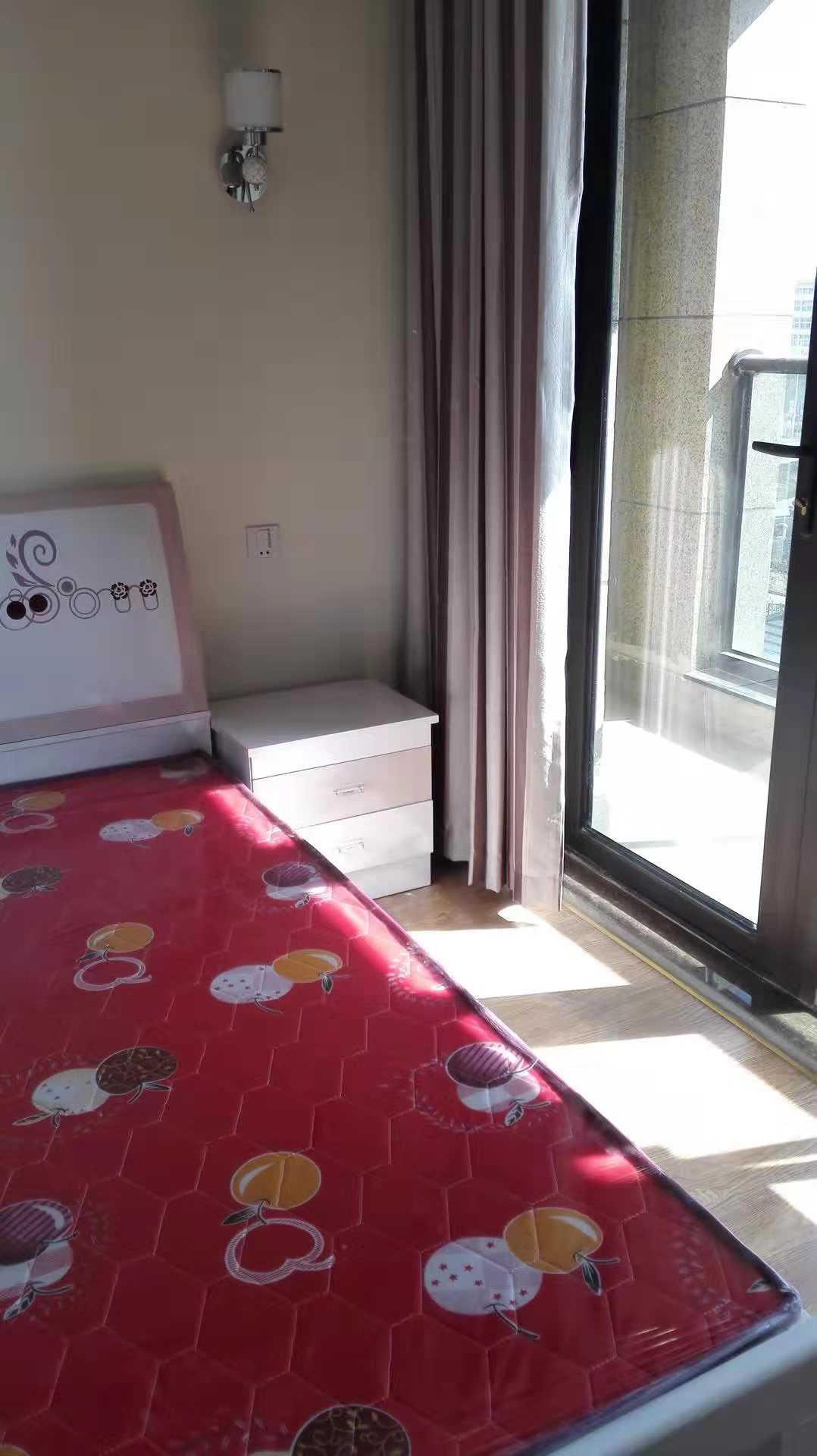 10121出租玉兰花园5/30楼 东边套 89平方 2室2厅1厨1卫  精装修  有一储藏室 2300/月,物业费租户出的实拍照片