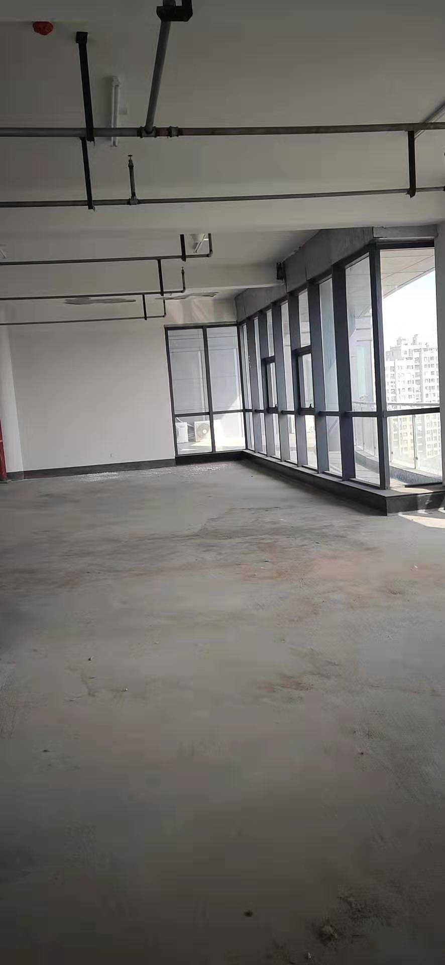 10312出租商会大厦办公楼,靠东,中间12楼,177平方,毛胚,价格面议。 米兰阳光对面的实拍照片