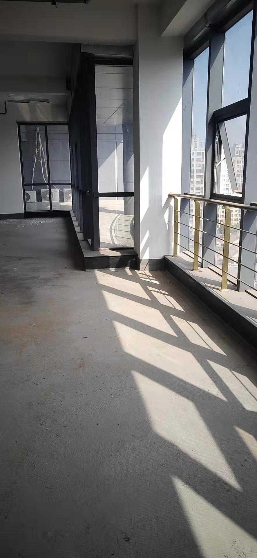 10312出租商会大厦办公楼,靠东,中间12楼,177平方,毛胚,价格面议。