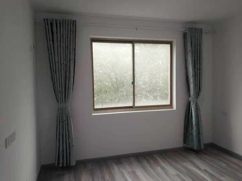 1101出租卧龙绿都2楼面积148平方刚新精装修,三室两厅两卫,3000元/月的实拍照片